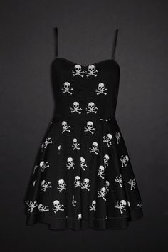 Dress up and go out in Hot Topic's fashionable girls dresses. Go retro with a rockabilly dress. If you're looking for something a little darker, try on one of our black gothic dresses Cute Dresses, Beautiful Dresses, Girls Dresses, Summer Dresses, Dark Fashion, Gothic Fashion, Grunge, Estilo Rock, Steampunk