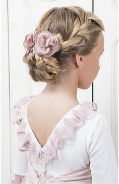 Headdress composed of three nude linen flowers. Possibility of choosing color and fabric Kids Hairstyles For Wedding, Flower Girl Hairstyles, Crown Hairstyles, Cute Hairstyles, Braided Hairstyles, Bandana Hairstyles, Kylie Jenner Blue Hair, Cool Hair Designs, Communion Hairstyles