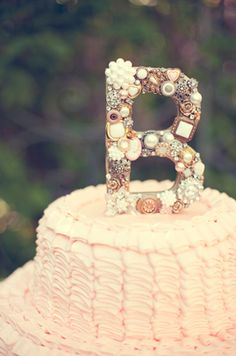 I LOVE this cake! Perfect for a bridal shower :)