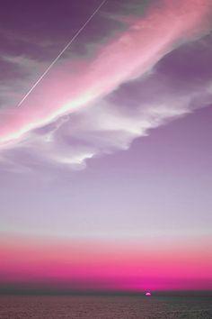 Céu cor de rosa à noite. Pink sky at night.