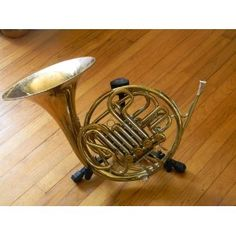This would've solved many problems! French Horn Stand
