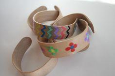 Una manera divertida de experimentar con la Absorción de la Madera. Haciendo unas pulseras con Palitos de Madera.