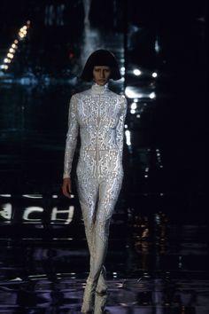 Givenchy Fall 1999 Ready-to-Wear Fashion Show - Gisele Bündchen Punk Fashion, Fashion 2017, Runway Fashion, Fashion Show, Fashion Design, Fashion Teens, Lolita Fashion, Fashion Dresses, Givenchy