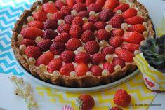 Ca bouffe un Doberman: Tarte aux fraises et groseilles blanches (pâte aux speculoos et crème au mascarpone)