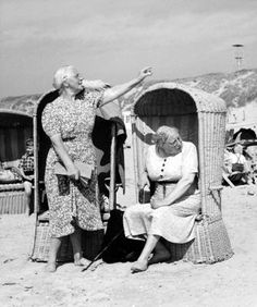 Women at the beach, photo by Kees Scherer Photography Guide, Beach Photography, Beach Photos, Old Photos, Vintage Photographs, Vintage Photos, World Press Photo, Vintage Swim, Vintage Travel