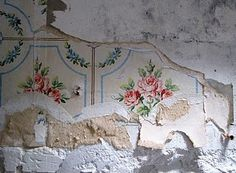 Wall paper at an abandoned house in Giverny