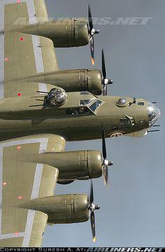 Boeing B-17G Flying Fortress (42-38050) Thunderbird | Photos: Boeing B-17G Flying Fortress (299P) Aircraft Pictures ...