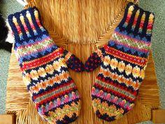 No pattern. Loom Knitting Patterns, Knitting Stitches, Knitting Designs, Knitting Tutorials, Hat Patterns, Stitch Patterns, Crochet Mittens, Mittens Pattern, Knit Crochet