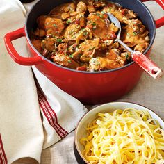 If you love chicken cacciatore, you'll definitely fall for its saucy French cousin. Known as poulet chasseur, hunter's chicken is a rich, robust stew that will keep you warm all winter long. Chicken Tomato Stew, Turkey Recipes, Chicken Recipes, Hunters Stew, Hunters Chicken, Ricardo Recipe, Confort Food, Buttered Noodles, Chicken Cacciatore