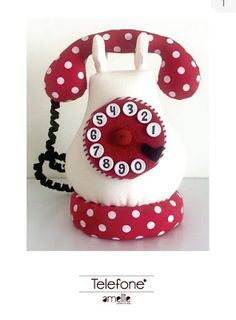 telefone em feltro com molde - Boas dicas Online Felt Crafts, Diy And Crafts, Ribbon Sculpture, Tea Art, Love Craft, Sewing Toys, Pin Cushions, Knitting Patterns, Projects To Try