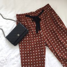 Forever 21 Diamond Pattern Drawstring Pants Forever 21 Diamond Pattern Drawstring Pants in like new condition - worn only once. Perfect for summer. Dress it down with white or black t-shirt or dress it up with a silk blouse. Size M. 100% polyester. Forever 21 Pants