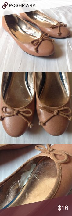 Steve Madden Classic Ballet flats Ballet flats with bow details. There's some peeling of the inner lining. One minor scratch. Steve Madden Shoes Flats & Loafers