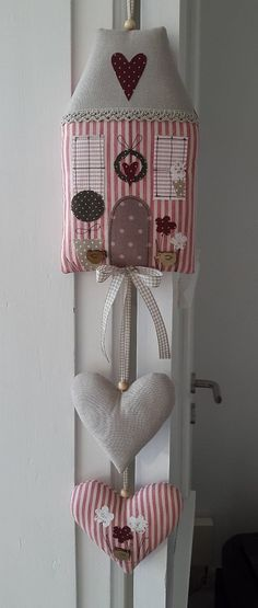 I like this with or without the house I like the idea of the string with the bead! House Quilts, Fabric Houses, Christmas Sewing, Christmas Crafts, Hobbies And Crafts, Diy And Crafts, Sewing Crafts, Sewing Projects, Fabric Hearts