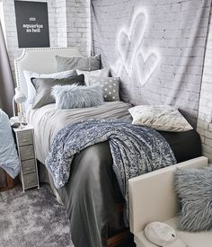 Need some dorm inspiration for next semester? Well, you'll absolutely LOVE these dorm room ideas for girls! These dorm ideas are perfect for any girly girl who wants her college dorm room to feel like home. College Bedroom Decor, Room Ideas Bedroom, College Dorm Rooms, College Dorm Storage, Closet Interior, Dorm Room Designs, Bedroom Designs, Dressing Room Design, Design Apartment