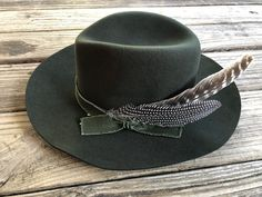 Paper Hat For Boys - - - Newsboy Hat Grunge - - Cowboy Hat Bands, Cowgirl Hats, Cowgirl Style, Cowgirl Bachelorette Parties, Bachelorette Weekend, Dope Hats, Fedora Hat Women, Steampunk Hat, Music Festival Fashion