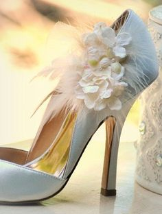 Shoe Clips Ivory / White Hydrangeas Spring Elegant Bridesmaid Bride Pumps More lavender apple green hot pink Pearls Feathers Tulle Couture Great Gatsby Wedding, Wedding Bride, 20s Wedding, Wedding Ideas, Blue Wedding, Luxury Wedding, Perfect Wedding, Wedding Pumps, Zapatos Shoes
