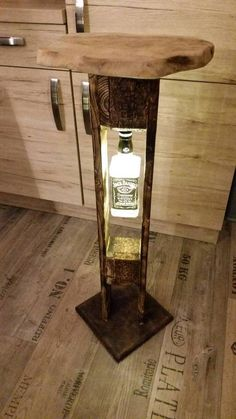 Jack Daniels lamp palette LED table birthday decoration in .- Jack Daniels Lampe Palette LED Tisch Geburtstag Deko in Niedersachsen – Lohne (O… Jack Daniels lamp palette LED table birthday decoration in Lower Saxony – Lohne (Oldenburg) - Lampe Jack Daniels, Jack Daniels Bottle, Jack Daniels Decor, Vasos Vintage, Wood Projects, Woodworking Projects, Led Decoration, Man Cave Home Bar, Wooden Lamp