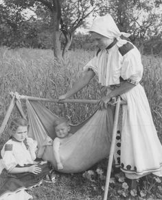 kolíska poľná ..... Slovakia Native Country, Heart Of Europe, Past Life, Mother And Child, Eastern Europe, Vintage Photographs, Good Old, Folklore, Culture