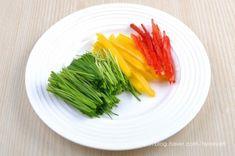 콩나물무침 (콩나물샐러드)~ 이색콩나물무침, 콩나물요리 : 네이버 블로그 Celery, Asparagus, Sushi, Vegetables, Cooking, Food, Food Food, Kitchen, Studs