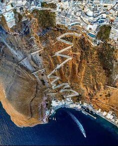 Santorini Island, Santorini Greece, Greek Islands, Amazing Destinations, Travel Destinations, Aerial View, Archaeology, The Good Place, Cool Pictures
