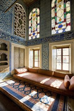 Tevinter architecture concepts --- The so-called Baghdad Kiosk decorated with Iznik tiles and stained glass, is one of the most beautiful halls of the luxurious residence of the Ottoman sultans. Islamic Architecture, Art And Architecture, Architecture Details, Moroccan Interiors, Moroccan Decor, Deco Boheme Chic, Foto Blog, Ottoman Empire, Islamic Art