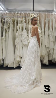 Popular style High quality backless wedding by vanessadesouza Grecian Wedding, Wedding Dress Sash, Backless Wedding, Wedding Dresses, Trending Outfits, Lace, Etsy, Popular, Awesome