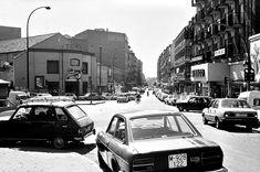 Madrid: El cine Olimpia en la plaza de Lavapiés. 1983 Foto Madrid, Dream Theater, Old Pictures, Street View, Plaza, Memories, Google, Gift, Black