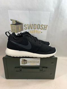 5bbed1d99c33e MEN S NIKE ROSHE ONE CASUAL SNEAKERS BLACK IVORY 511881 010 SIZE 9  Nike