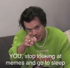 Harry Styles Memes, Harry Styles Cute, Harry Styles Pictures, Harry Edward Styles, Four One Direction, One Direction Humor, One Direction Pictures, Direction Quotes, Niall Und Harry
