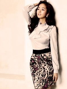 Working outfit with leopard skirt. | Stalker In Style