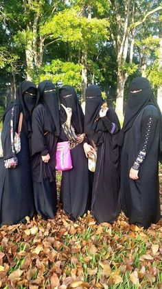 Five Muslimahs in Niqab and Abaya