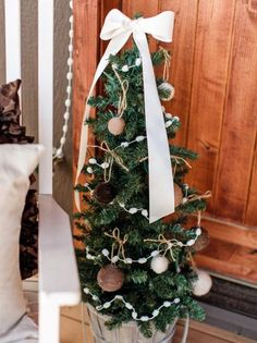 original_Kim-Stoegbauer-christmas-mini-front-porch-tree-beauty-vert