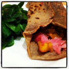 Galette de sarrasin maison au jambon et à la compotée d'oignons
