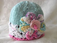 Hand Knitted Baby Hat in White Lace  Turquoise par CottonPickings, $26,00