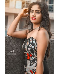 Nisha guragain hottie and cuttie Cute Girl Face, Cute Girl Photo, Girl Photo Poses, Stylish Girls Photos, Stylish Girl Pic, Beautiful Girl Indian, Beautiful Indian Actress, Beautiful Women, Girl Pictures