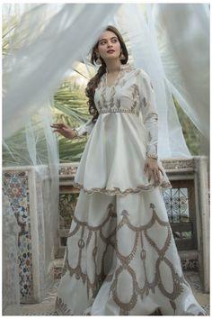 Indian Fashion Dresses, Pakistani Dresses Casual, Pakistani Wedding Outfits, Indian Gowns Dresses, Dress Indian Style, Pakistani Wedding Dresses, Pakistani Dress Design, Bridal Outfits, Pakistani White Dress