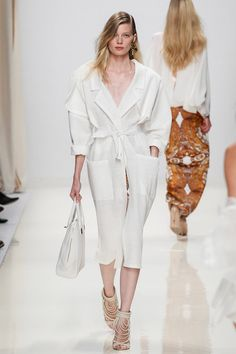See all the Collection photos from Valentin Yudashkin Spring/Summer 2014 Ready-To-Wear now on British Vogue Couture Fashion, Runway Fashion, Fashion Show, Womens Fashion, Valentin Yudashkin, Vogue Paris, Spring 2014, Spring Summer, Summer 2014
