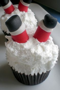 Santa clause cupcakes! DIY