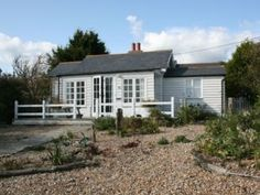 Pebbles Cottage at Winchelsea Beach, East Sussex near the ancient town of Rye. I love the look of this and must book a break here soon White Cottage, Weekends Away, Pebble Beach, East Sussex, Staycation, Interior Styling, Interior And Exterior, Places To Go, Yard