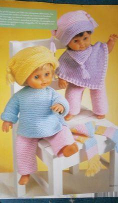 Habits de poupées - Les toiles de Jeanine Crochet Doll Dress, Crochet Doll Clothes, Crochet Poncho, Knitted Dolls, Doll Clothes Patterns, Filet Crochet, Doll Patterns, Crochet Hats, Disney Crochet Patterns