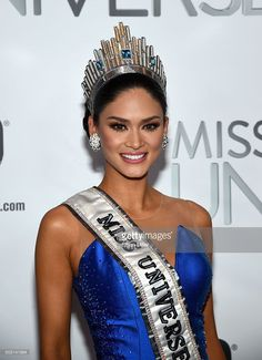 Miss Philippines Pia Alonzo Wurtzbach, poses for photos after winning the 2015 Miss Universe Pageant at Planet Hollywood Resort & Casino on December 2015 in Las Vegas, Nevada. Miss Univers 2015, Miss Philippines, Lara Dutta, Pia Wurtzbach Makeup, Miss Filipinas, Pageant Crowns, Pageant Girls, Planet Hollywood, Hot Hair Styles