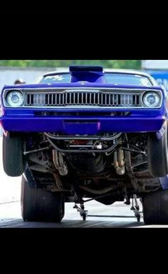Duster grabbing the asphalt Plymouth Muscle Cars, Dodge Muscle Cars, Supercars, Plymouth Duster, Plymouth Barracuda, Drag Cars, American Muscle Cars, Car Humor, Drag Racing