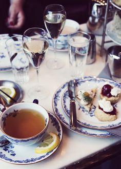 Afternoon tea & sparkling wine - Kaikki mitä rakastin