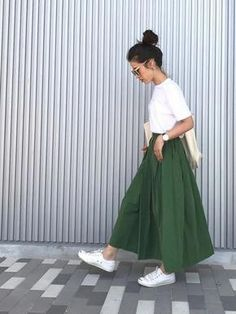 womens fashion winter dressy in 2020 Chic Outfits, Trendy Outfits, Fashion Outfits, Womens Fashion, Red Skirt Outfits, Japan Summer Outfit, Summer Outfits, Modest Fashion, Skirt Fashion