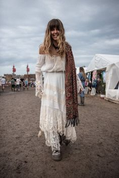 If you are searching for a festival wear, find a selection of summer festival outfits for women. This season adopt the boho festival look. Coachella Festival, Festival Mode, Music Festival Outfits, Music Festival Fashion, Festival Looks, Boho Festival, Festival Style, Mode Hippie, Bohemian Mode