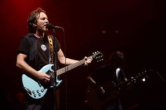 Pearl Jam at the Pepsi Center in Denver (photos, review) - Reverb