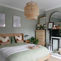 60 Gorgeous Modern Bedroom Decor Ideas These trendy Home Decor ideas would gain you amazing compliments. Check out our gallery for more ideas these are trendy this year. Green Bedroom Walls, Green Bedroom Decor, Sage Green Bedroom, Bedroom Wall Colors, Modern Bedroom Decor, Room Ideas Bedroom, Ikea Bedroom, Light Green Bedrooms, Best Colour For Bedroom