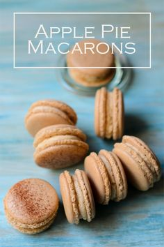 Apple pie macarons using apple tea to give the macaron shells, a subtle hint and taste of apple. Fill the macaron shells with apple pie buttercream and apple butter. Macaron Filling, Macaron Flavors, Buttercream Filling, Fun Desserts, Delicious Desserts, Dessert Recipes, Yummy Food, French Macaroon Recipes, French Macaroons