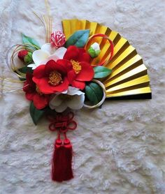 造花の和装ブーケです。扇の大きさを含めて縦約40cm×横約24cmです。大きさは前後致します。扇付きです。造花・・・椿手作り・・・手毬・ライン(水引)です。ご注文後4.5日程で発送可能となります。詳し…