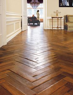 Herringbone Wood Floors- next house? Style At Home, Wooden Flooring, Hardwood Floors, Flooring Ideas, Oak Flooring, Kitchen Flooring, Reclaimed Parquet Flooring, Planchers En Chevrons, Herringbone Wood Floor
